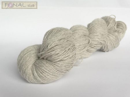 70% Light gray Baby Alpaca / 20 % Silk / 10% Cashmere